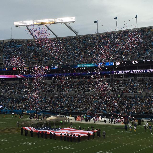 Extra Special @panthers win yesterday as well as a releasing of colored balloons in recognition of America's servicemen and women.  #keeppounding #heroes #carolinapanthers #8-0 #charlotte #nc #dunstangroup #veteransday #usmilitary #thankyou